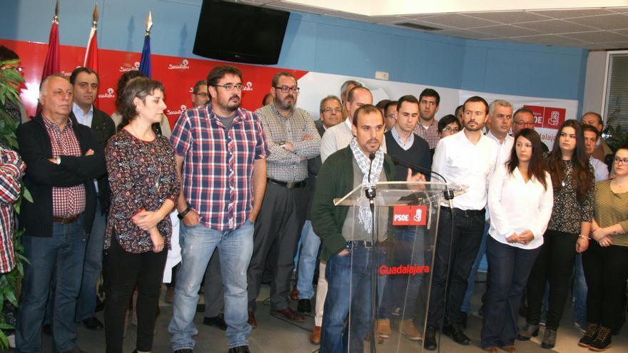 Pablo Bellido arropado por militantes y simpatizantes del PSOE en Guadalajara