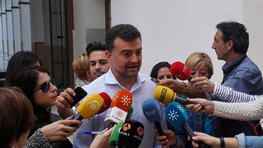 """IU afea al presidente convocar otra votación sin consultar a la Mesa y pide a Díaz """"que se arremangue"""""""