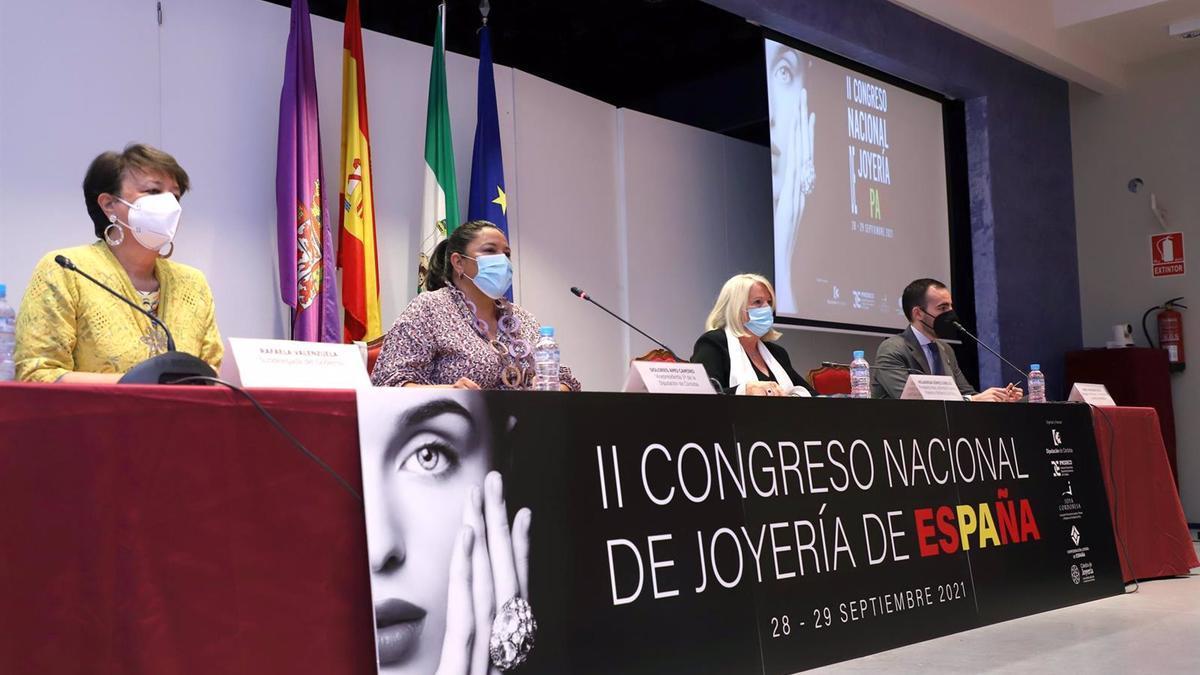 Amo y Gómez (centro), entre Valenzuela y Herrador, en la inaguración del II Congreso Nacional de Joyería.