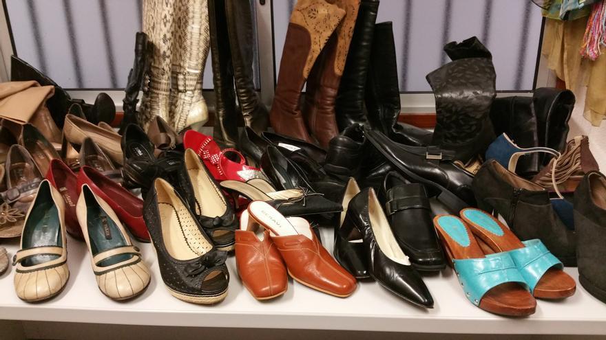 La tienda también oferta zapatos de mujer y hombre. Foto: LUZ RODRÍGUEZ.