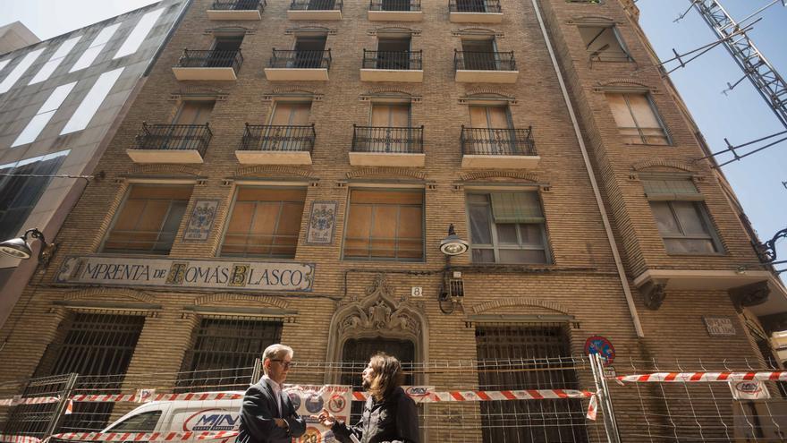 Pedro Santisteve y el concejal de Vivienda del Ayuntamiento de Zaragoza en la última legislatura, Pablo Híjar