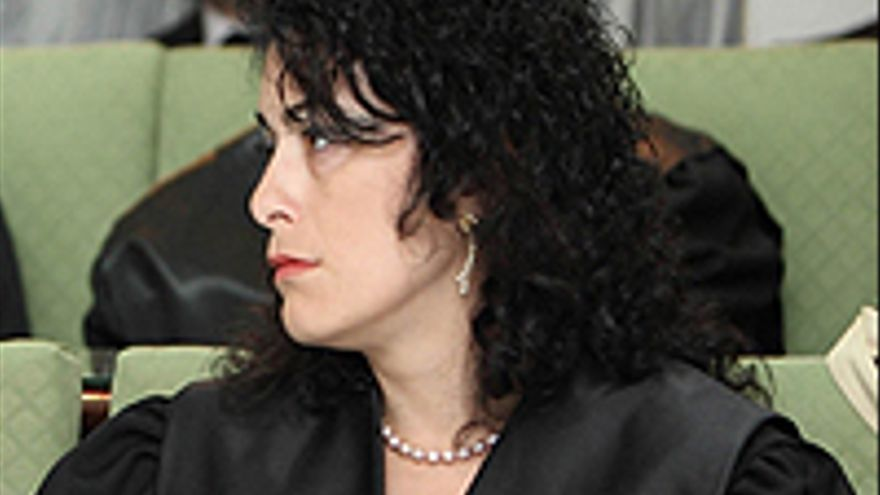 La juez Zabala, mirando para otro lado.