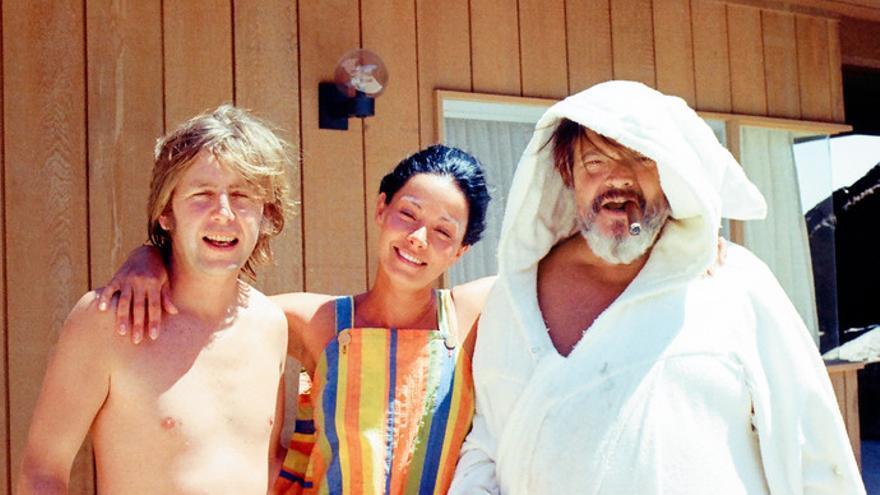Gary Graver y Oja Kodar con Welles en el set de 'The Other Side of the Wind', fotografiados por el productor Frank Marshall.