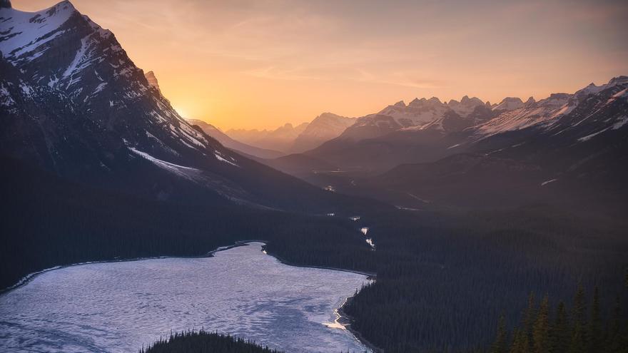 Valle de Peyto en el valle de Peyto en el parque nacional Banff(Canadá). Capture the Atlas