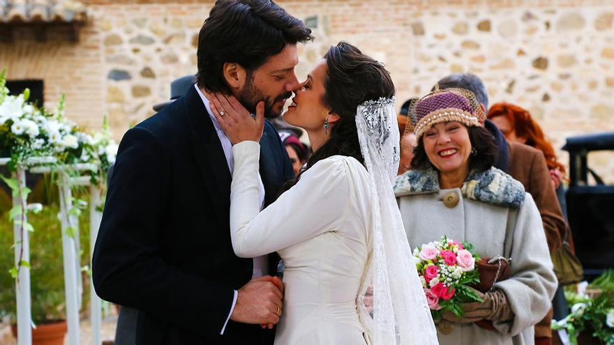 Álvaro Morte y Adriana Torrebejano en 'El secreto de Puente Viejo'
