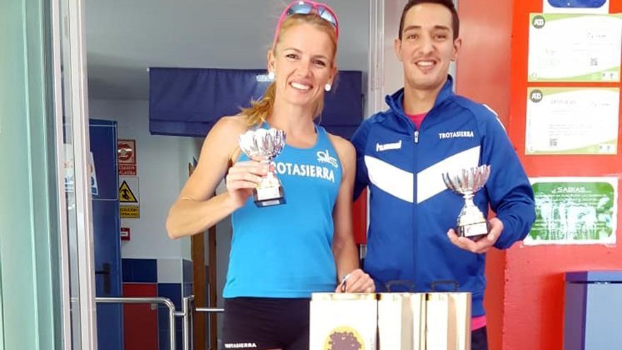 Raquel Hernández y Antonio Montero, tras ganar en Lucena.