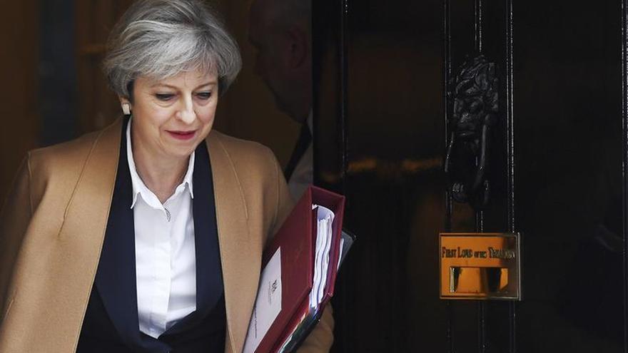 """May promete resolver """"lo antes posible"""" el estatus legal de los comunitarios"""