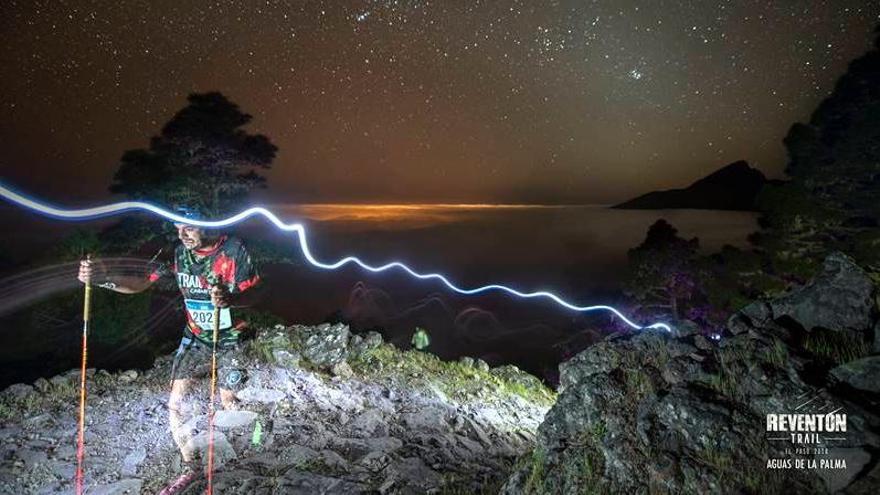 El Paso organiza la ruta de senderismo nocturno 'Subida a las estrellas'