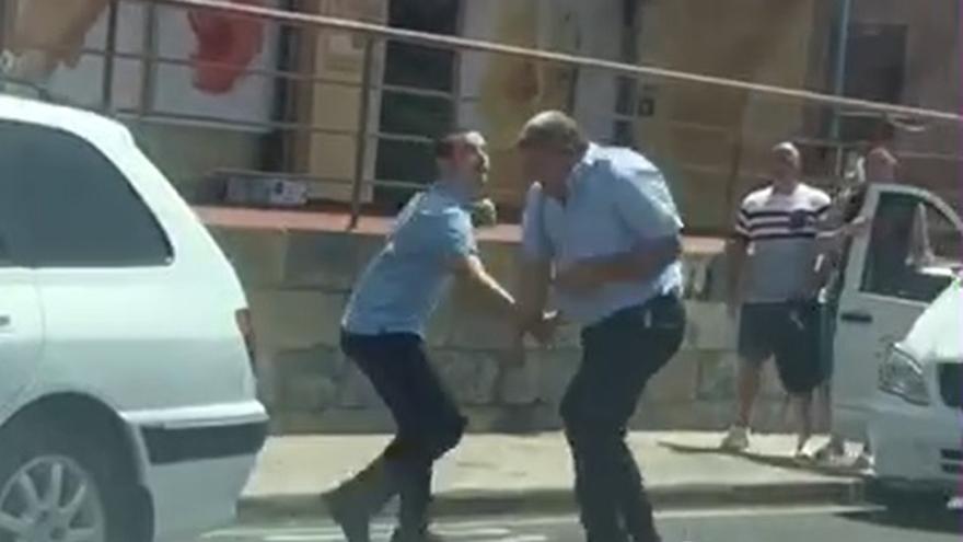 Imagen de la pelea entre los dos conductores de Auto Taxi en el municipio de Adeje (Tenerife).