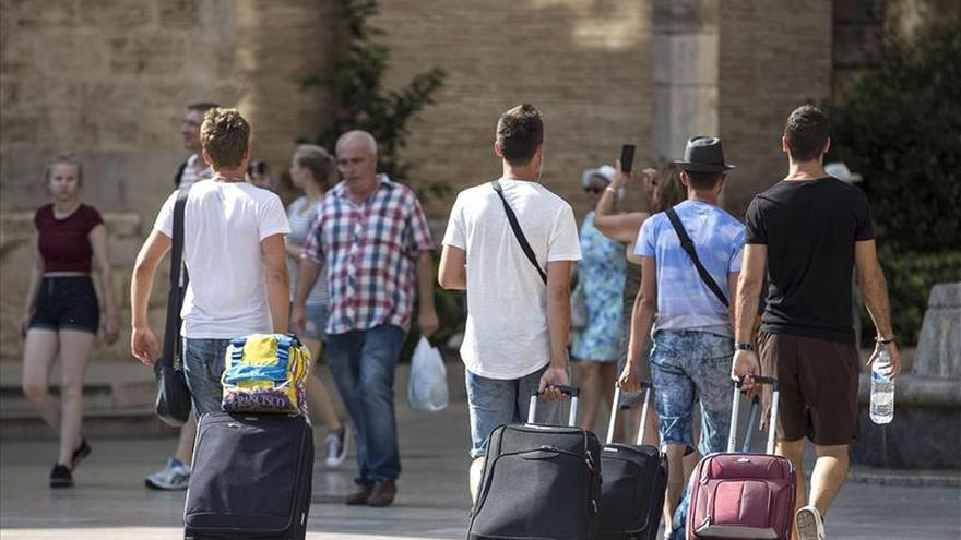 Los turistas extranjeros dejan 12.501 millones hasta septiembre, un 2,4 por ciento más