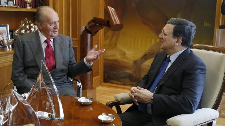 El Rey dice a Durao Barroso que se merece el premio Carlos V por su trabajo