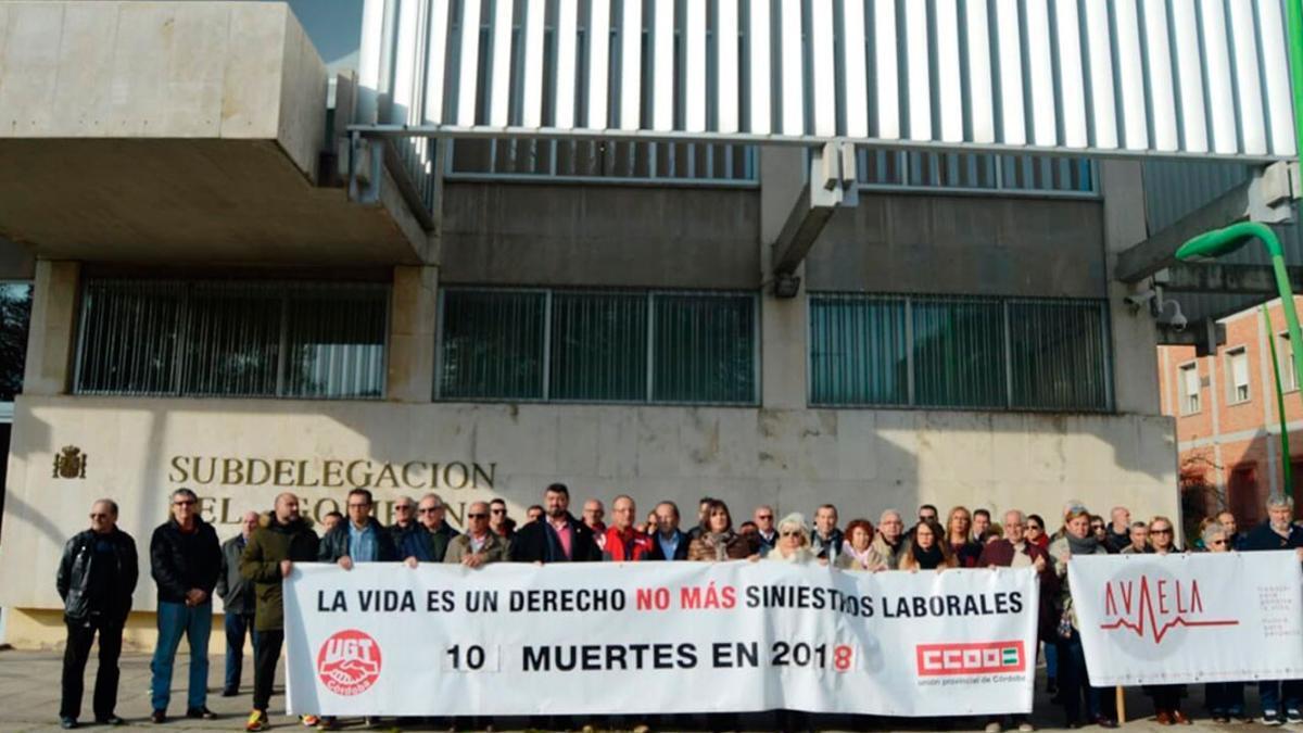 Imagen de archivo de una concentración de UGT y CCOO contra la siniestralidad laboral.