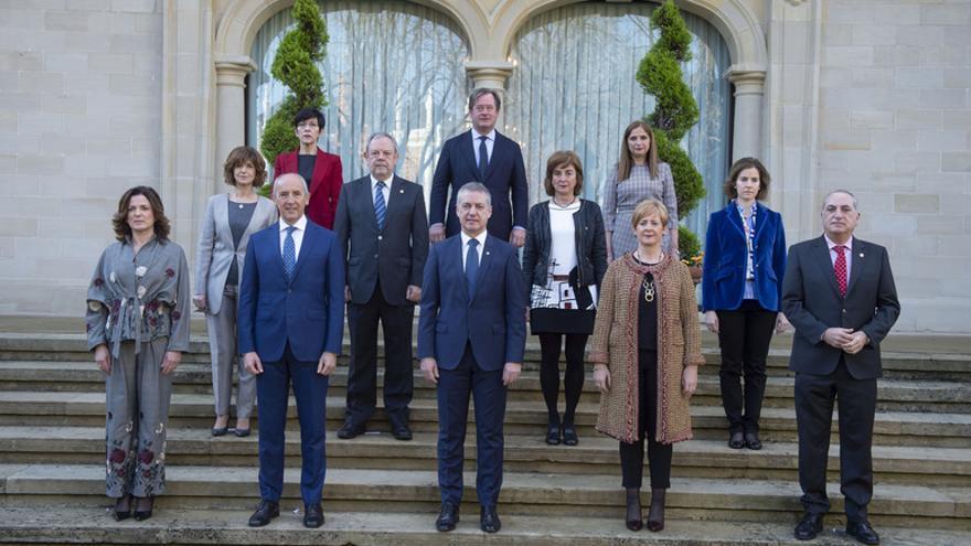 Fotografía de familia del nuevo Gobierno vasco