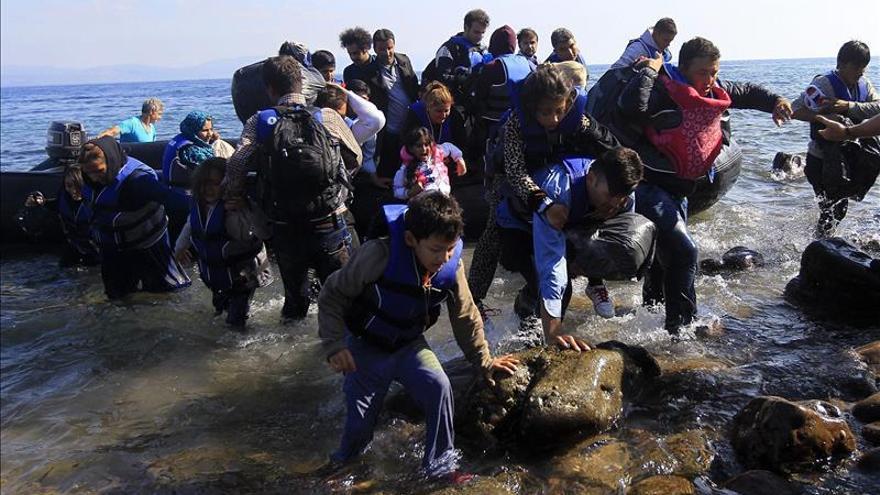 Una madre y su hijo mueren al naufragar una embarcación de refugiados cerca de Lesbos