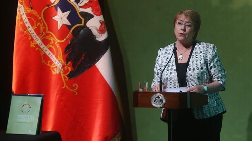 """Bachelet califica de """"polémica artificial"""" la información sobre su hija menor"""