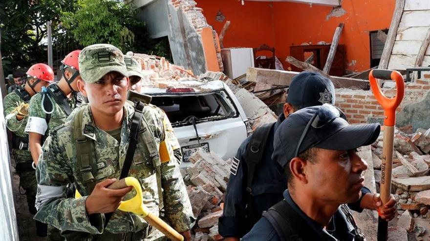 Sube a 95 las víctimas mortales por el terremoto que golpeó a México
