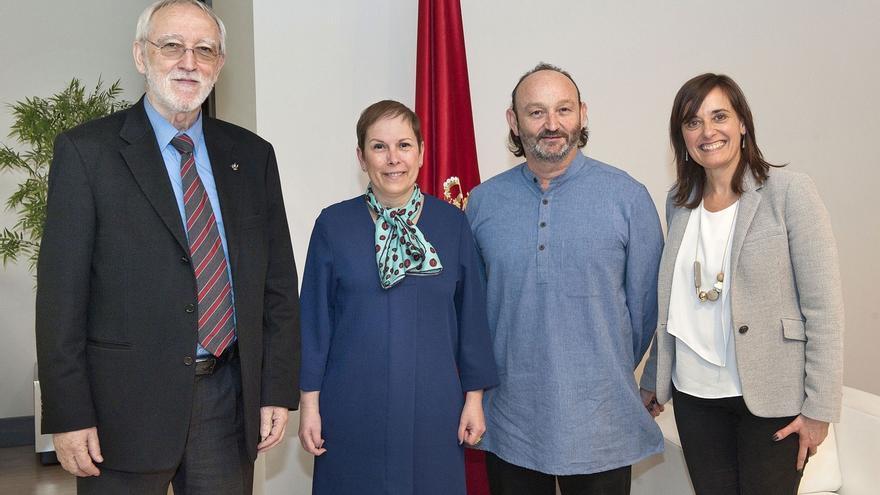 Barkos recibe a la Fundación Vicente Ferrer, que recibe este martes el premio Brunet a la Promoción de Derechos Humanos