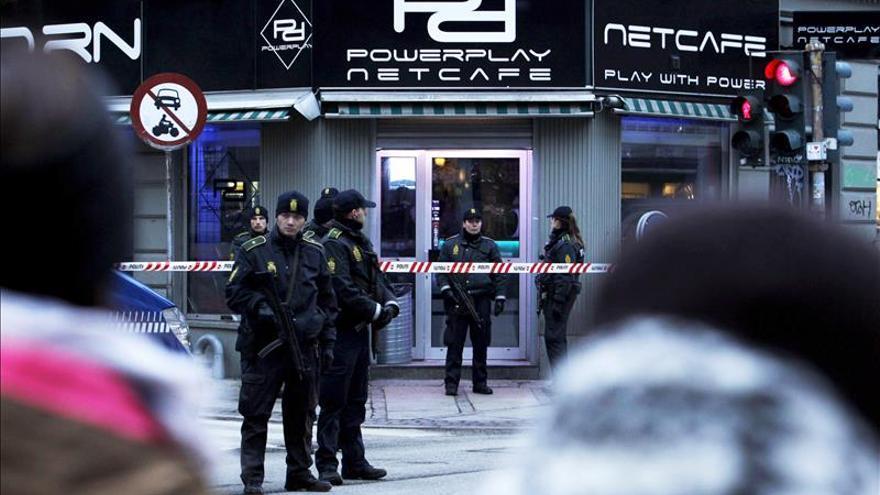 Redada policial en un cibercafé de Copenhague. \ Efe