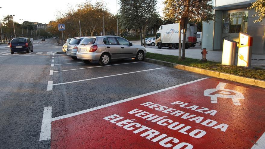 Las matriculaciones de vehículos eléctricos crecen un 133% hasta agosto en Cantabria y las de híbridos un 65%
