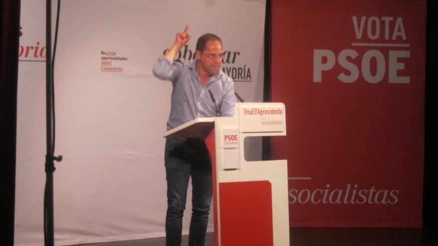 """Luena dice que para el PP el 24M es una """"penitencia"""" y para los partidos nuevos """"una estación de paso"""""""