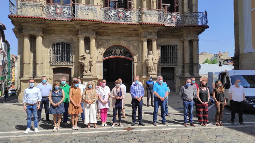 Concentración silenciosa en Pamplona en repulsa de los últimos crímenes de violencia machista.
