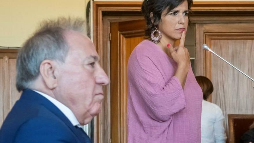 Multa por abuso sexual al empresario que simuló besar a Teresa Rodríguez