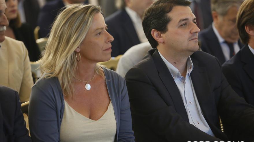 Isabel Albás (Cs) y José María Bellido (PP) | ÁLEX GALLEGOS