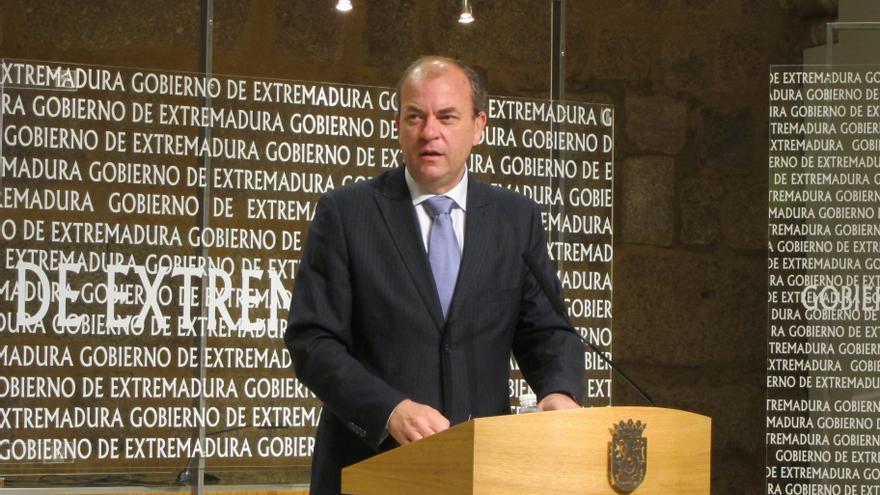 """Monago avanza que está """"a punto de conocerse"""" el dato que demuestra que Extremadura ha """"cumplido"""" el objetivo de déficit"""