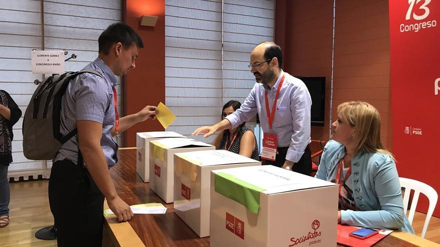Zuloaga propone una Ejecutiva para el PSOE cántabro con 32 miembros y paritaria con Eduardo Echeverría como presidente