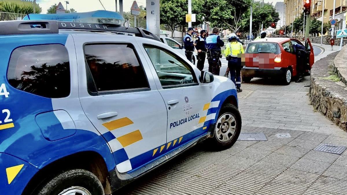 Dos agentes resultan heridos en la persecución de un conductor en Tenerife