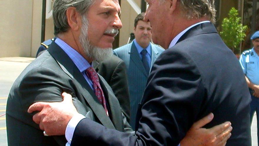 El rey Juan Carlos y Manuel Alabart, al término de su visita a Riad en 2005.