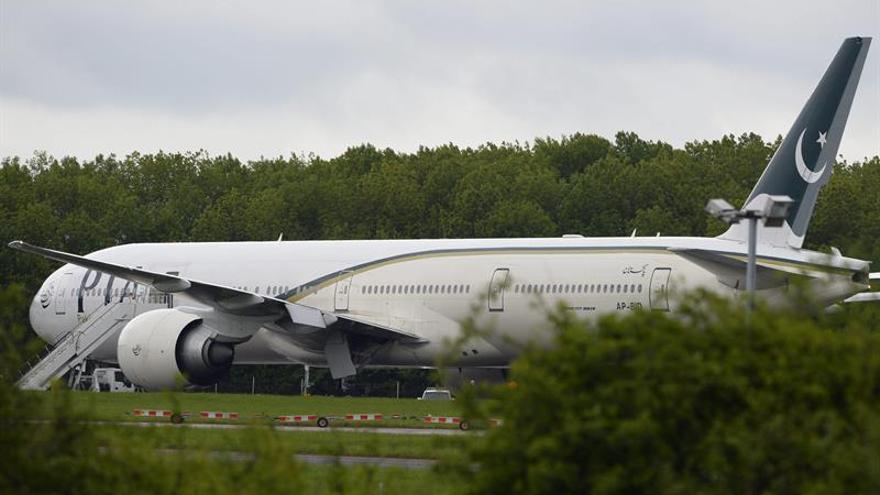 Un avión desaparece del radar en Pakistán con 40 personas a bordo