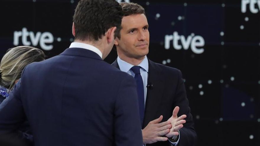 """Casado se presenta como """"única alternativa"""" a Sánchez en el debate de RTVE"""