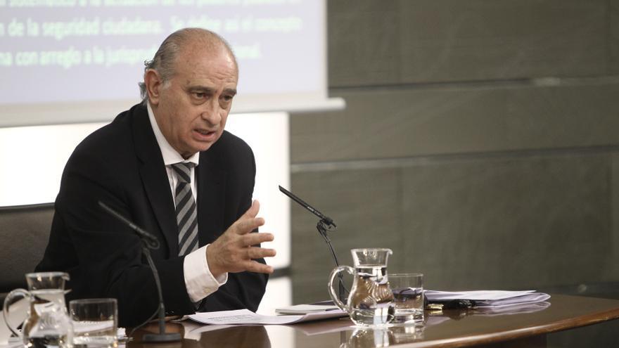 Fernández Díaz dice que el comisario de DDHH no ha leído la ley y le pide respeto a España