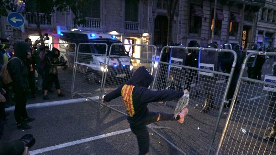Protestas en los alrededores de la Delegación del Gobierno en Catalunya.
