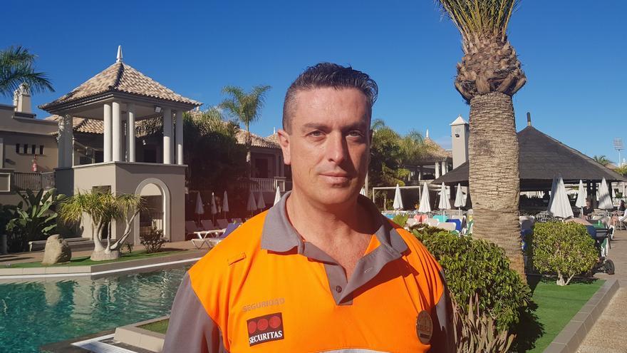 José Juan Ortega, el empleado de seguridad que acudió a ayudar al turista infartado en el sur