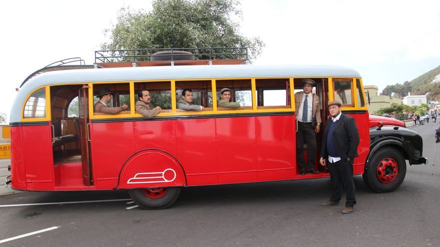 La histórica guagua de La Palma participó en la recreación.