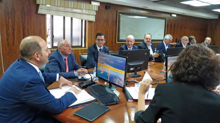 Juan José Cardona, presidiendo una reunión del Consejo de Administración de la Autoridad Portuaria de Las Palmas