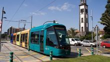 Tranvía de Tenerife, a su paso por Santa Cruz