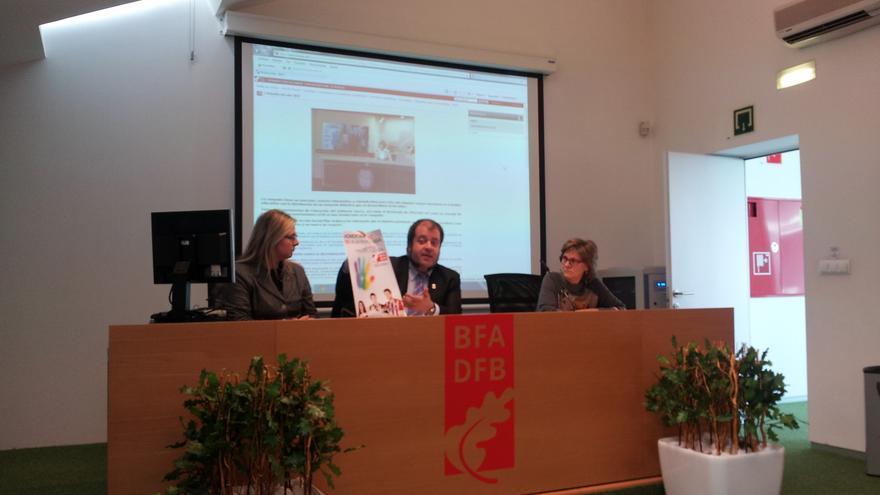 Presentación de las líneas de la nueva Campaña contra la Homofobia 2014 en la Biblioteca de la Diputación Foral de Bizkaia.