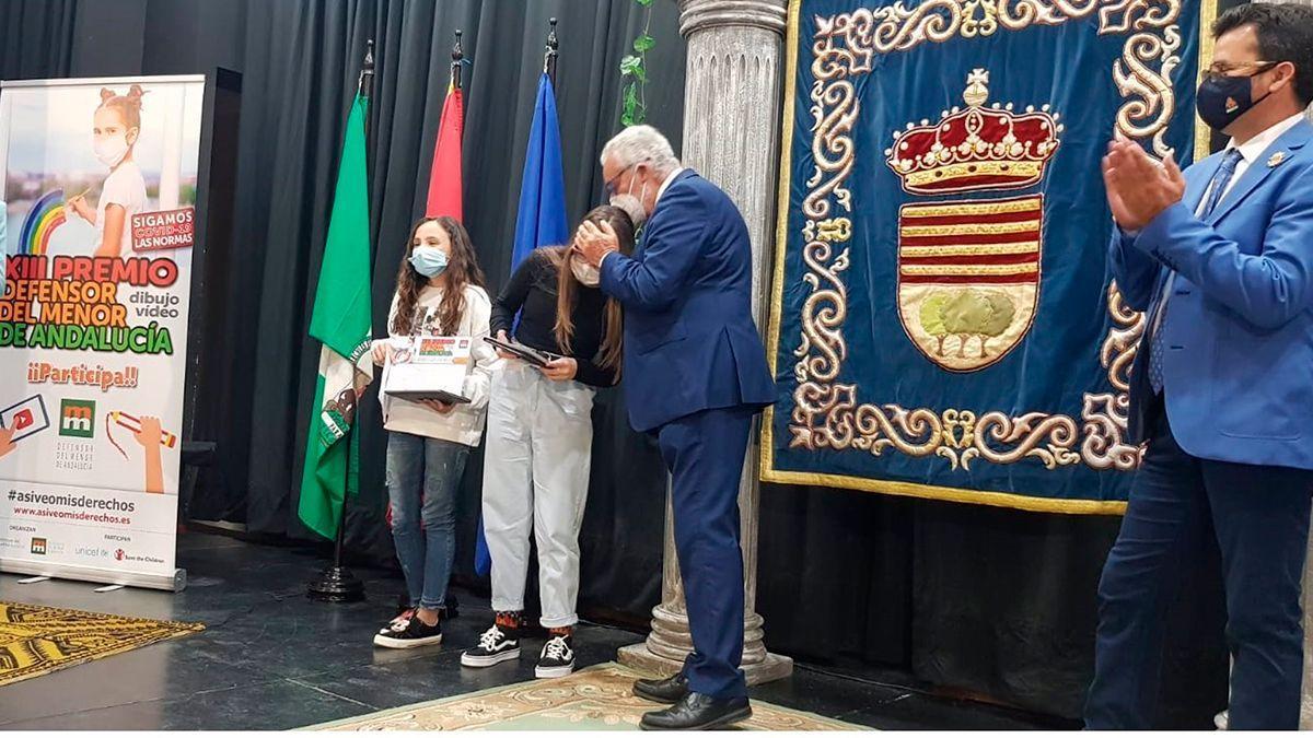 Entrega del premio del Defensor del Menor en Encinas Reales.