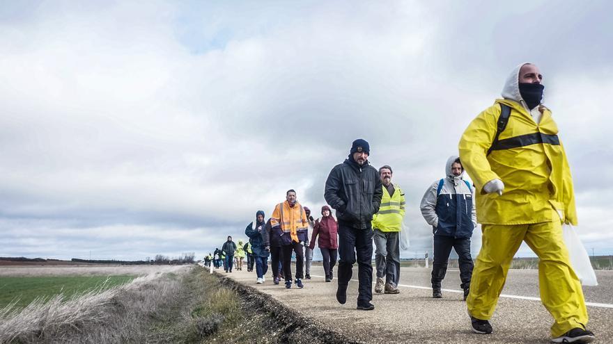 Integrantes de la Marea Básica caminan para reivindicar sus derechos