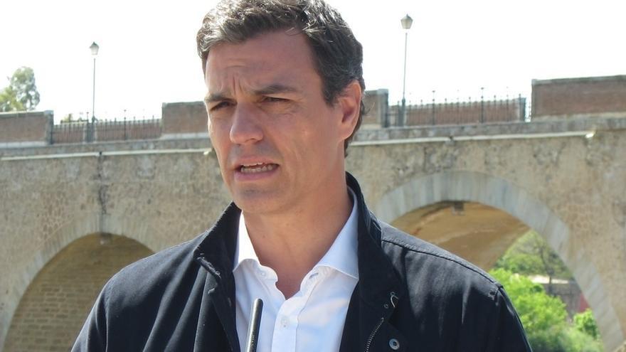 """Pedro Sánchez propone una """"alianza entre generaciones"""" para """"reescribir"""" un pacto que el PP quiere borrar"""