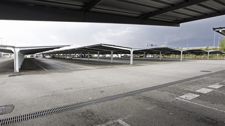 Fallece un motorista a la salida del parking del aeropuerto de Madrid (T-4)