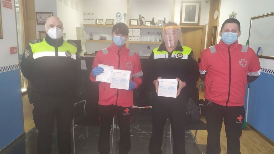 El Gobierno de Cantabria reparte 1.200 mascarillas entre los policías locales