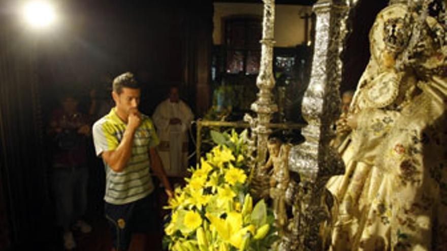 David García, durante la visita a la Virgen del Pino. (ACFI PRESS)
