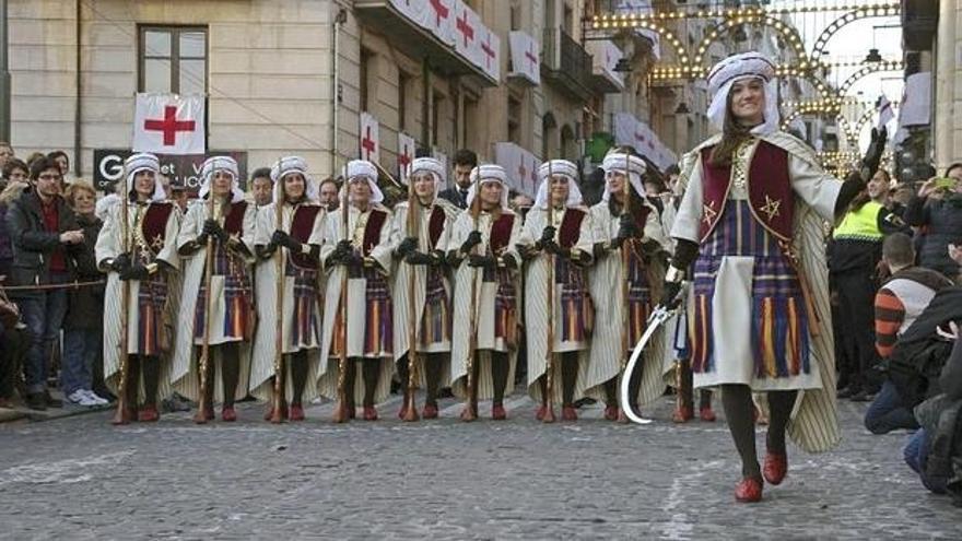La escuadra femenina de la filà Marrakesch desfilando el año pasado