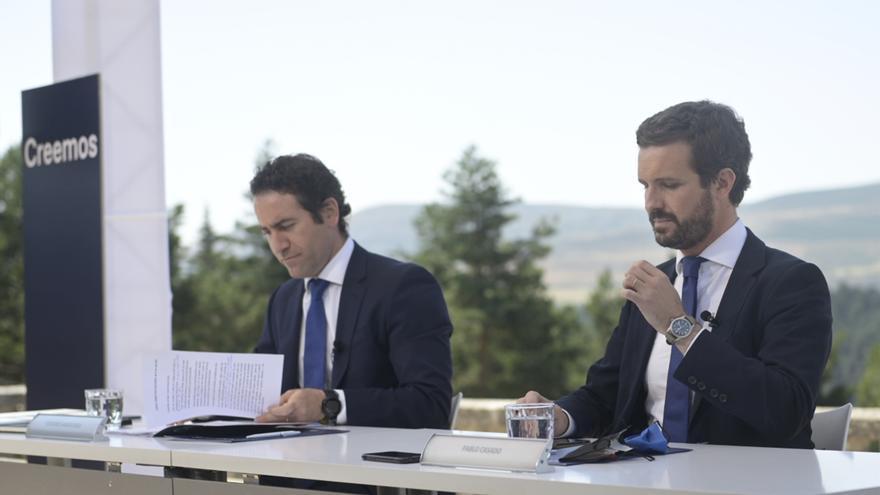 El presidente del PP, Pablo Casado, y el secretario general del PP, Teodoro García Egea, en la reunión de la Junta Directiva Nacional del PP en el Parados de Gredos.  Ávila,  21 de julio de 2021.