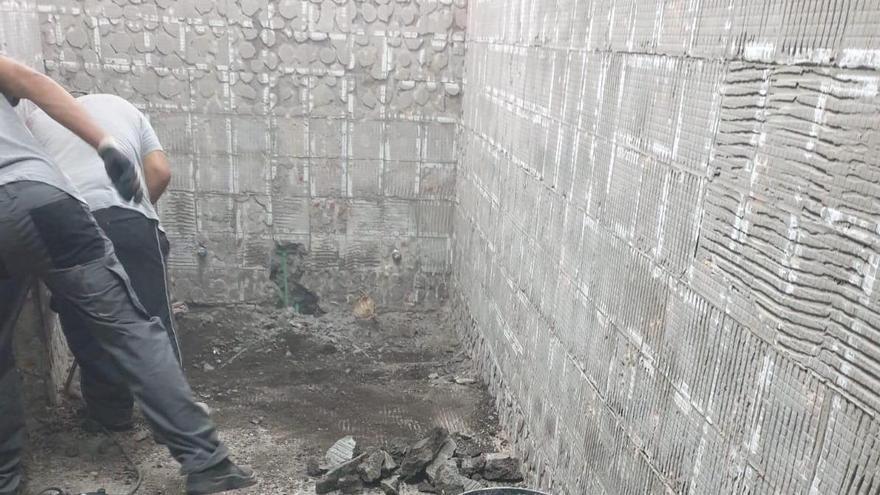 Obras en los baños de la Estación de Guaguas de Los Llanos.