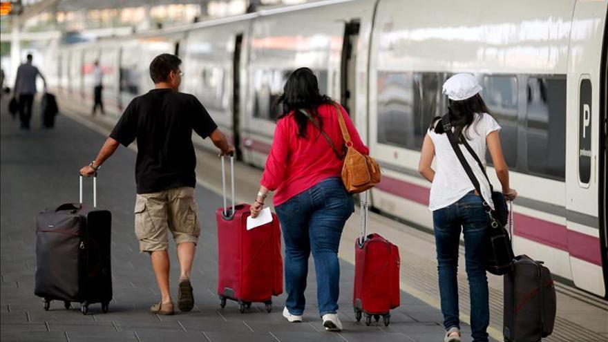 Fomento fija unos servicios mínimos del 72 % en trenes AVE y larga distancia
